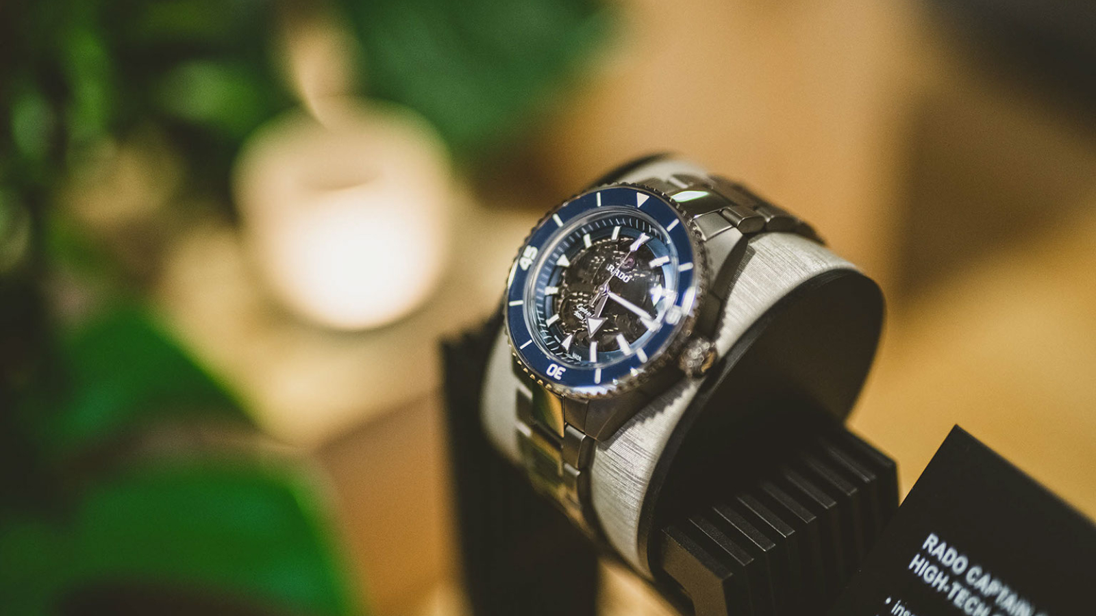 PREVIEW ON A WRIST CAPTAIN COOK HIGH-TECH CERAMIC